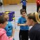 Projekt Volleyball macht Schule: Sophie Tauchert erklärt den Kids, wie man den Ball am besten baggert . Wolfsgrube Suhl 11.02.2019