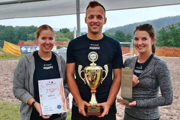 DeinTeam24 - Sieger beim 7. Dynamics-Beach-Cup 2018 in Suhl: Sabrina Peter, Jonas Maczioschek, Sarah Blaufuß