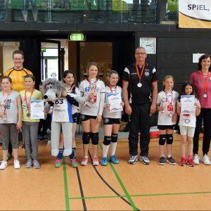 Sieger beim Thüringer Landesfinale 2018 U12: 1. Platz: Suhl I (Mitte: E. Keiner, Z. Jichova, L. Reichenbach), 2. Platz: Sonneberg I (Links), 3. Platz: Suhl II (Rechts: H. Funk, R. Fritsch) . Erfurt 06.05.2018