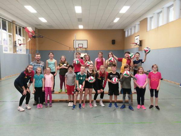 Volleyball macht Schule: Klasse 4a und 4b der Lautenbergschule Suhl mit Bundesliga-Spielerinnen (07.02.2020)